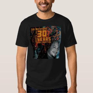 La camiseta negra de los hombres remera