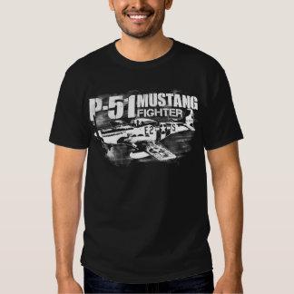 La camiseta oscura básica de los hombres del camisas