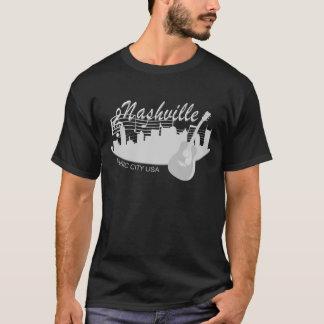 La camiseta oscura de los hombres de ciudad de la