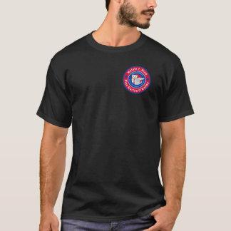 La camiseta oscura de los hombres de Melvin T.