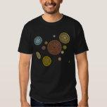 La camiseta oscura de los hombres del zodiaco polera