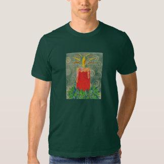 La camiseta que destella de la luz de una vela poleras