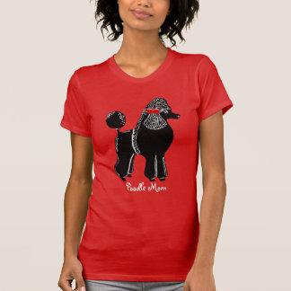 La camiseta roja de las mujeres de la mamá del