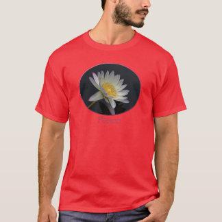 La camiseta roja de los hombres de la paz