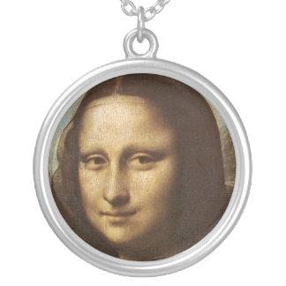 La cara de Mona Lisa de Leonardo da Vinci C. Collar Plateado