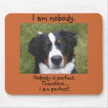 La cara del perrito de Bernese… nadie es perfecta Alfombrilla De Ratón