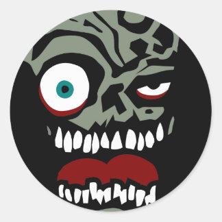 La cara del zombi de la condenación pegatina redonda
