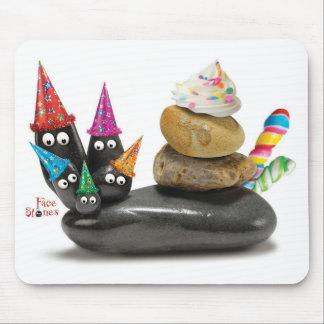 La cara empiedra el cojín de ratón del cumpleaños  mouse pads