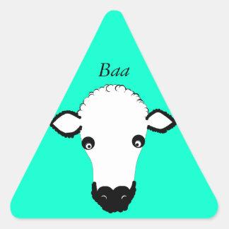 La cara linda de las ovejas añade el texto pegatina triangular