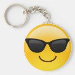 La cara sonriente con las gafas de sol refresca llavero redondo tipo pin