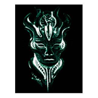 La cara verde que brilla intensamente del mago postal