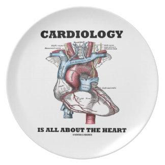 La cardiología está todo sobre el corazón (anatómi plato de comida