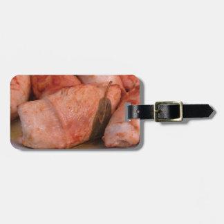 La carne de vaca rouladen con el jamón y el queso etiquetas para maletas