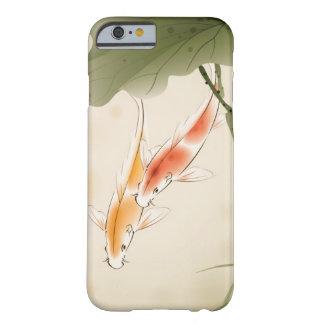 La carpa japonesa pesca la natación en la charca funda de iPhone 6 barely there