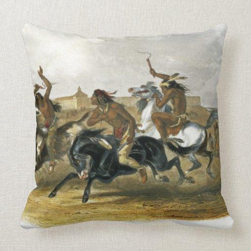 La carrera de caballos de los indios de Siux acerc Cojines
