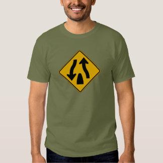 La carretera dividida termina 1, señal de peligro camisas