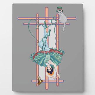 La carta de tarot colgada de la mujer placa de plastico