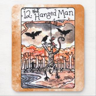 La carta de tarot colgada del hombre tapete de ratón