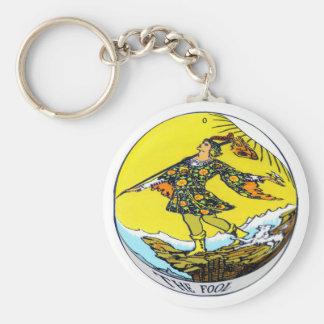 La carta de tarot del tonto llavero redondo tipo pin
