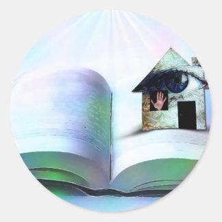 La casa con un ojo en libro abierto pegatina redonda