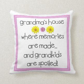 La casa de la abuela - donde se hacen las memorias cojin