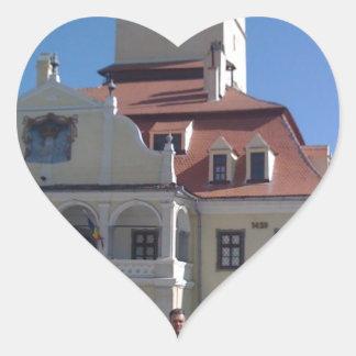 La casa del consejo Brasov Rumania Calcomanías De Corazones Personalizadas