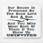 La casa es protegida por el buen señor y un arma tapete de ratones
