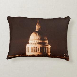 La catedral del St Pauls en sepia y seca efecto Cojín Decorativo