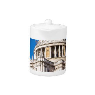 La catedral Londres de San Pablo con el cielo azul