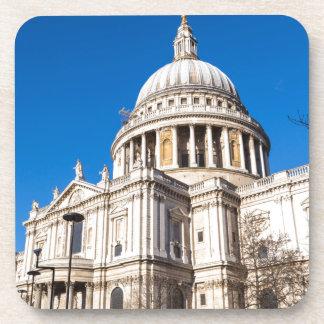 La catedral Londres de San Pablo con el cielo azul Posavasos