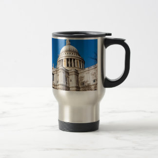 La catedral Londres de San Pablo con el cielo azul Taza De Viaje