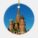 La catedral Moscú Rusia de la albahaca del santo Adorno Navideño Redondo De Cerámica