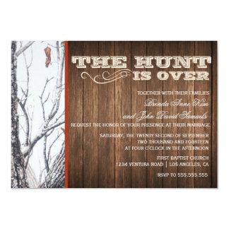 La caza está sobre la invitación del boda de Camo