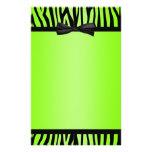 La cebra de la verde lima y del negro imprimió el  papeleria de diseño
