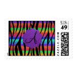 La cebra del arco iris del brillo raya monogramas franqueo
