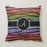 La cebra del brillo del arco iris del monograma ra almohada