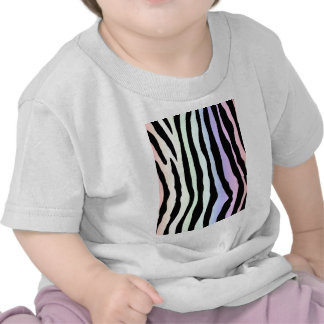 La cebra en colores pastel suave del arco iris ray camisetas
