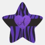 La cebra púrpura raya el corazón del monograma pegatina forma de estrella