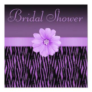 """La cebra púrpura raya la ducha nupcial de la flor invitación 5.25"""" x 5.25"""""""