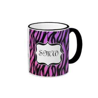 La cebra púrpura/rosada caliente raya el monograma taza de dos colores