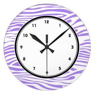 La cebra púrpura y blanca raya el modelo reloj redondo grande