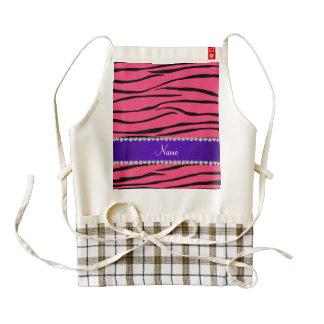 La cebra rosada conocida personalizada raya la delantal zazzle HEART