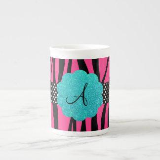 La cebra rosada raya el monograma taza de porcelana