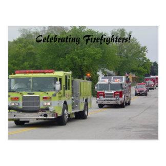 La celebración del bombero tarjeta postal