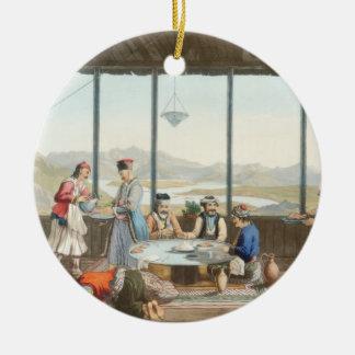 La cena se sostuvo en Delphi en honor del pintor Adorno Navideño Redondo De Cerámica