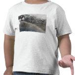 La ceniza y el vapor continúan billowing camisetas