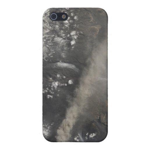 La ceniza y el vapor continúan billowing iPhone 5 cobertura