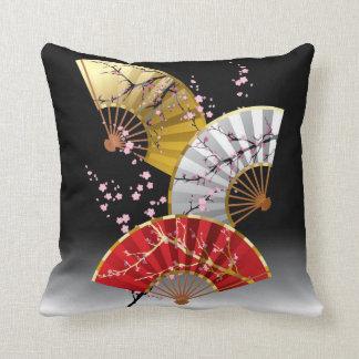 La cereza japonesa aviva la almohada de tiro