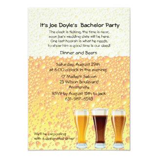 La cerveza anima la invitación de la despedida de
