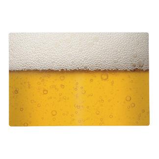 La cerveza burbujea modelo del fondo salvamanteles